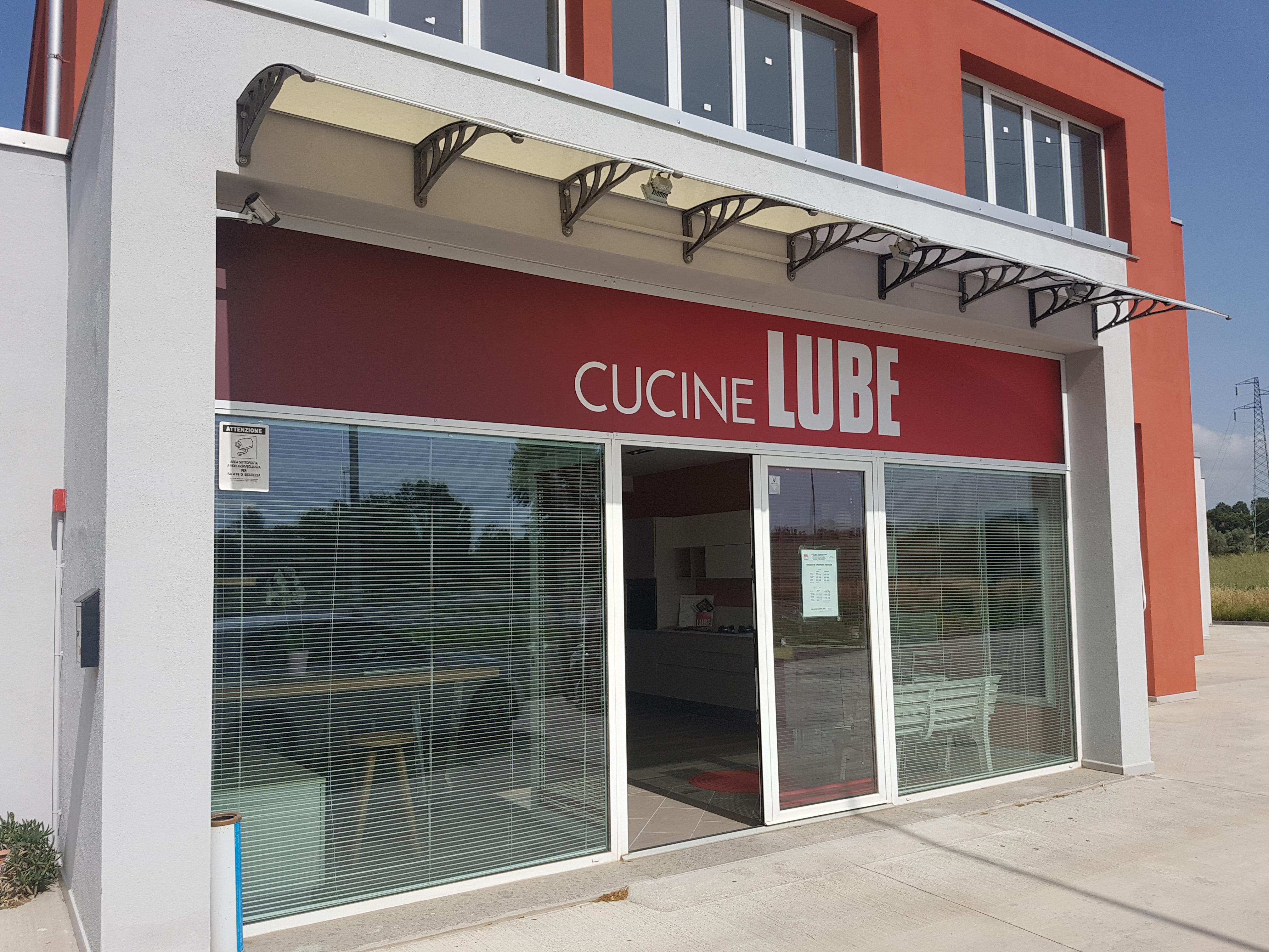 LUBE Store Cecina
